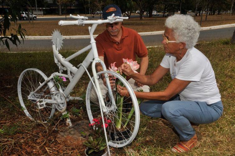 Ong Rodas da Paz que comemora o Dia Nacional do Ciclista