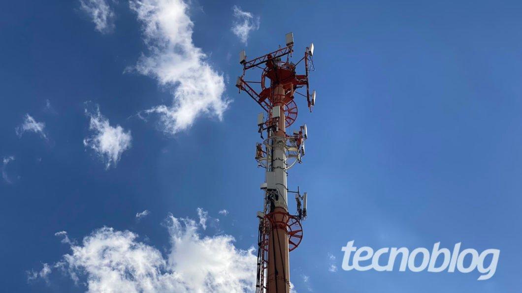 Torre de telefonia celular. Foto: Lucas Braga/Tecnoblog