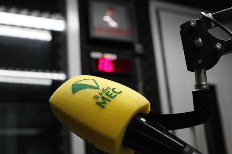 Equipamentos da Rádio MEC nos estúdios da Empresa Brasil de Comunicação - EBC, no Rio de Janeiro