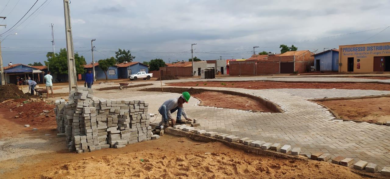 As praças recebem calçamento em bloquetes de concreto (Foto: Divulgação)