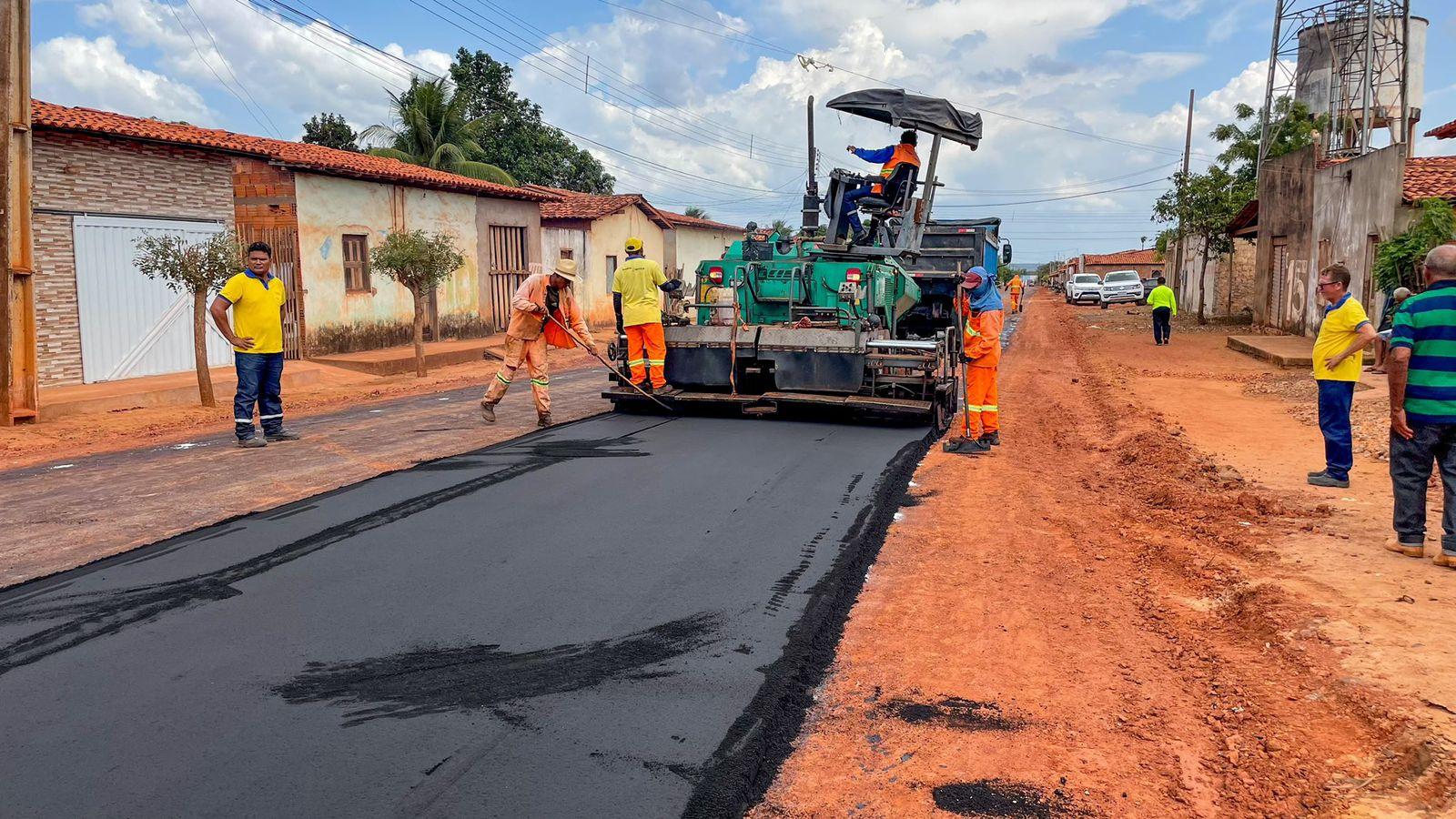 Além da pavimentação, as ruas receberão serviços de implantação de drenagem superficial com meio-fio (Foto: Divulgação)