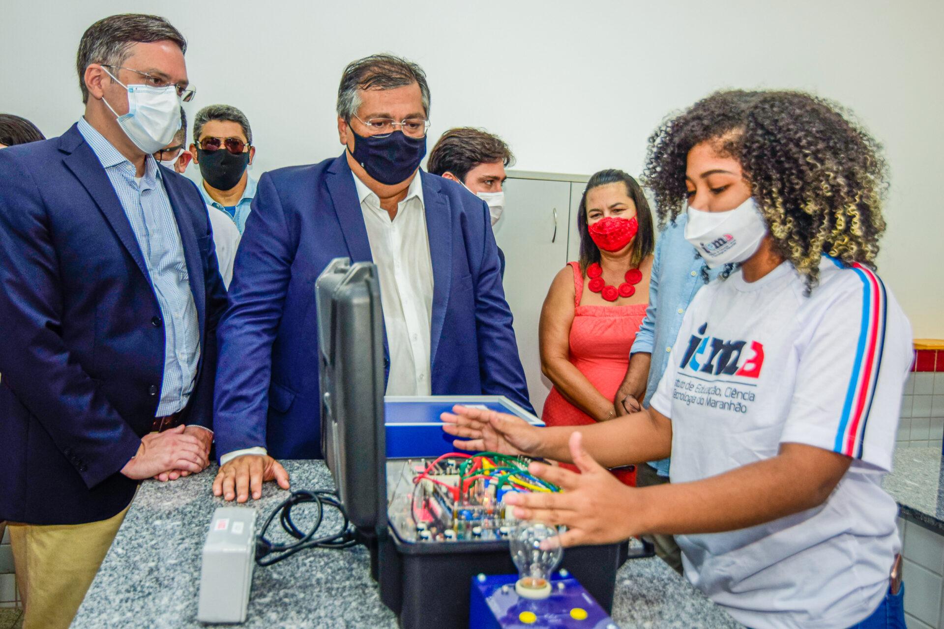 Alunos do IEMA Itaqui-Bacanga apresentaram projetos na inauguração dos laboratórios. (Foto: Karlos Geromy)