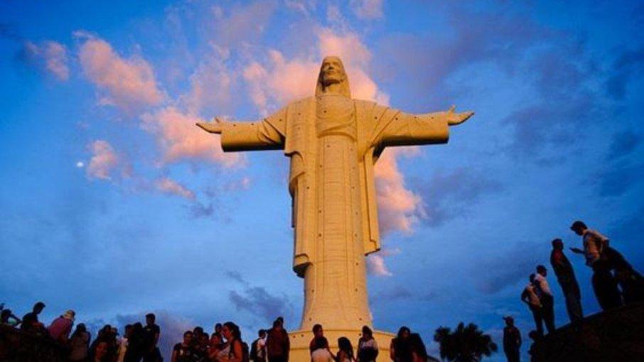 O Cristo de la Concordia está localizado na colina de San Pedro, na Bolívia