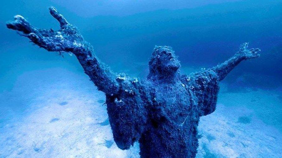O Cristo do Abismo está no fundo do mar