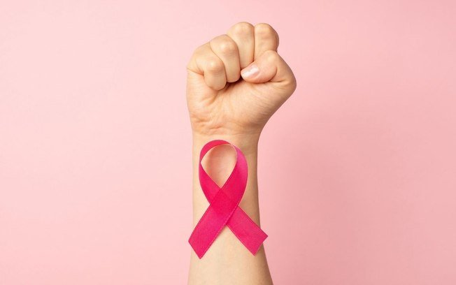 Outubro Rosa: sintomas, diagnóstico, tratamento e prevenção do câncer de mama